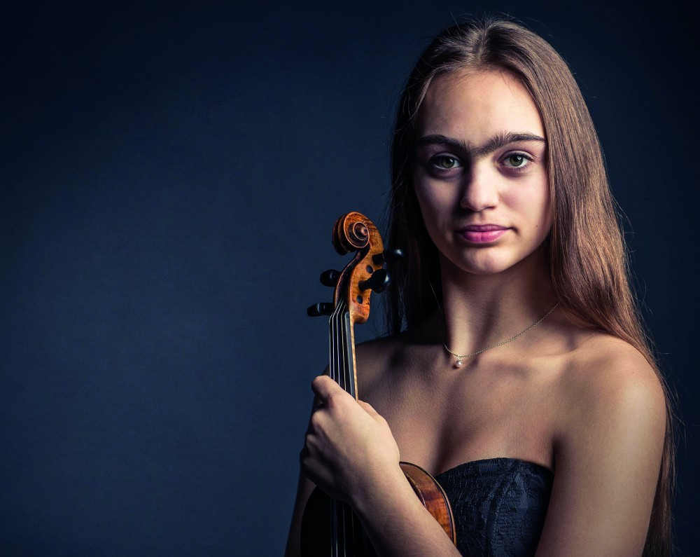 Artemis Hähre : Violine